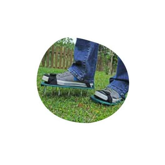 Patins aérateurs pour pelouse